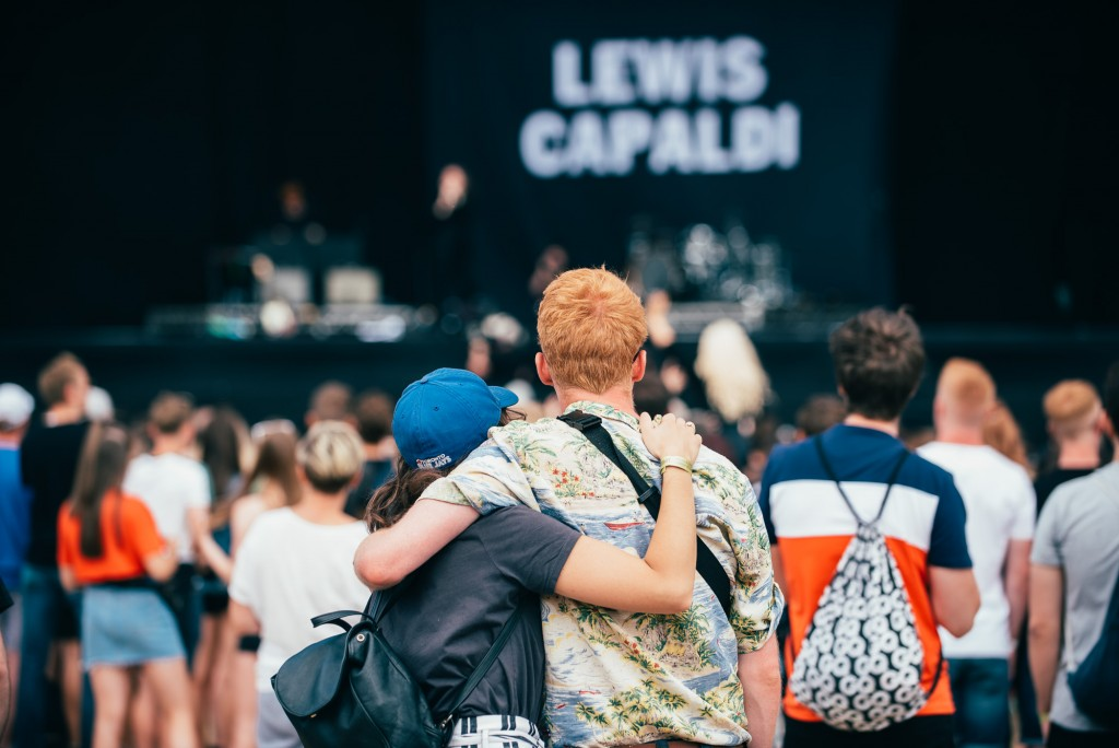 Crowds watch Lewis Capaldi (Ryan Johnston)